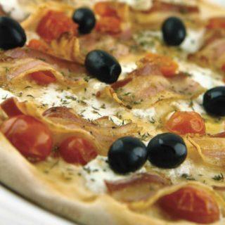 Pizza Formaggio di Capra e pancetta Pomodoro dostava
