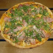 Balkan pizza