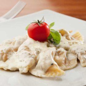 Ravioli koziji sir, pršuta, gorgonzola sos dostava