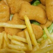 Chicken nuggets + pomfrit + Debeljko sos + lepinja