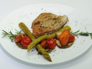 Tuna steak with grilled vegetables delivery