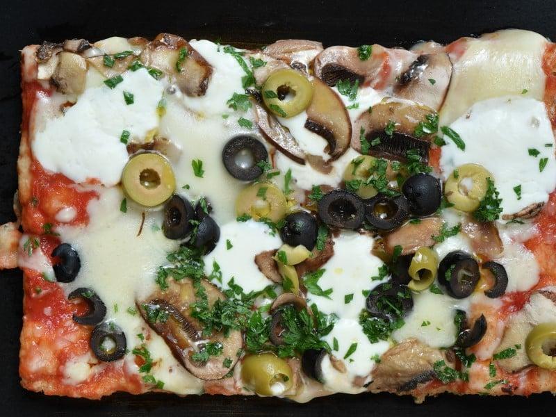 Funghi e olive dostava
