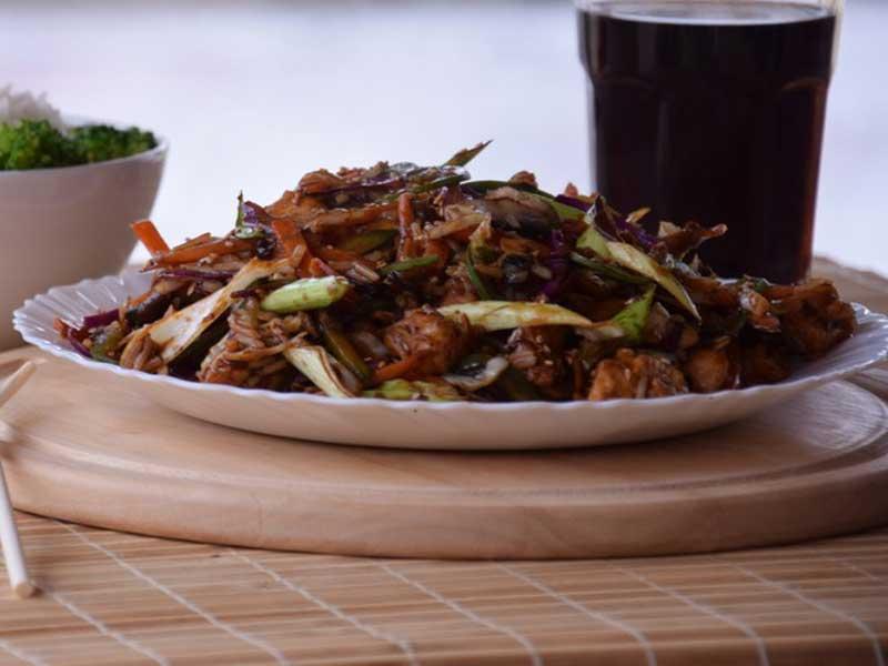 Teletina sa povrćem, bambusom i kineskim pečurkama dostava