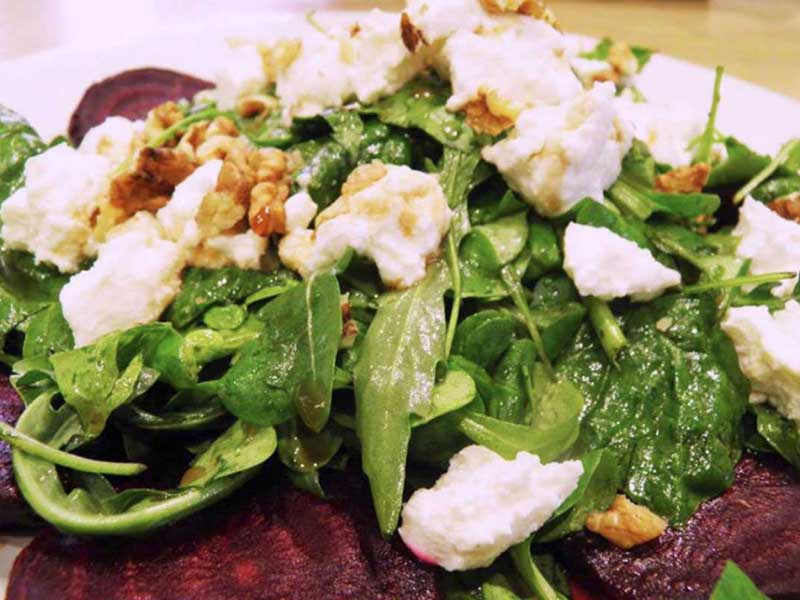 Krepka salata od cvekle sa kozijim sirom dostava