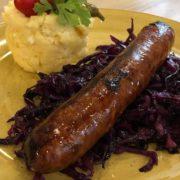 Slovačka kobasica sa dinstanim kupusom i palentom sa sirom