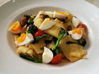Home-made pasta with seasonal vegetables delivery