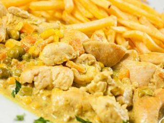 Chicken in curry sauce with French fries delivery