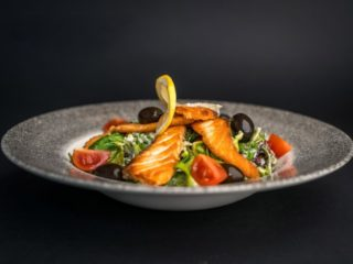 Salmon salad Piccante delivery