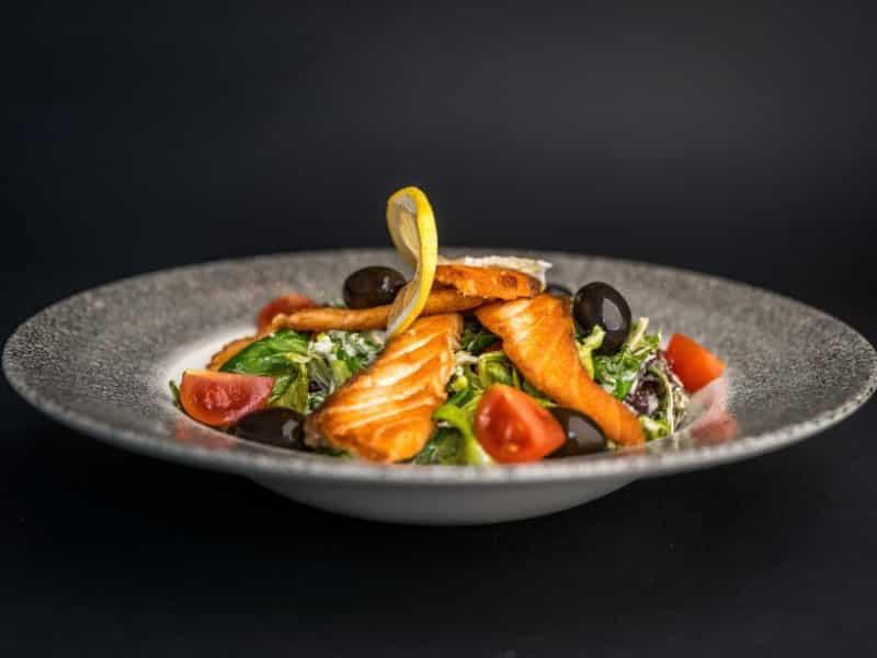 Salata sa lososom dostava