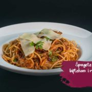 Spaghetti with beefsteak and rocket