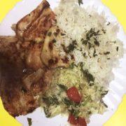 Grilovano pileće belo + pirinač + salata