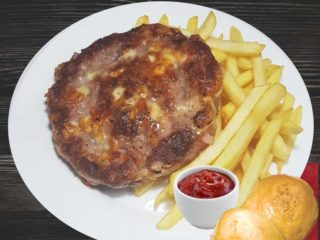 Gourmand burger  with french fries dostava