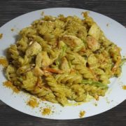 Pasta with chicken in curry sauce