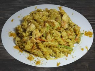 Pasta with chicken in curry sauce dostava