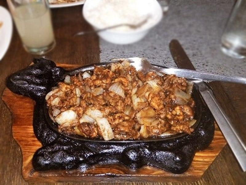Piletina sa lukom na usijanom gvozdenom tiganju dostava
