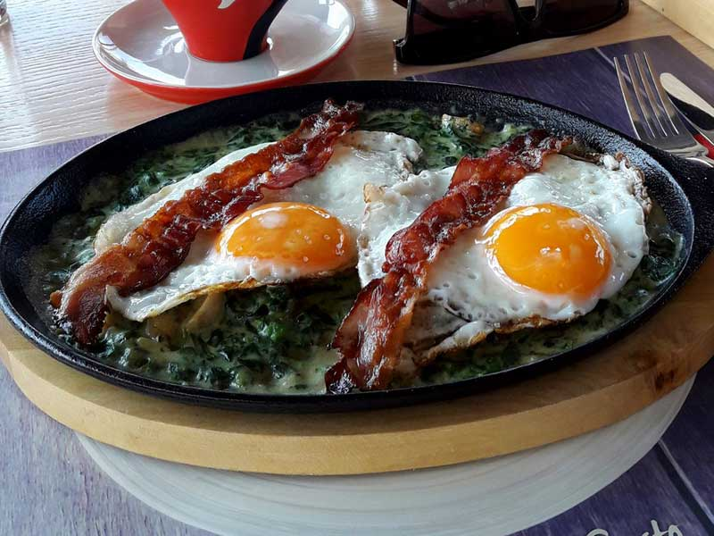 Eggs with bacon in spinach sauce delivery
