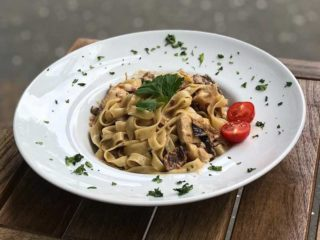 Mushrooms pasta delivery
