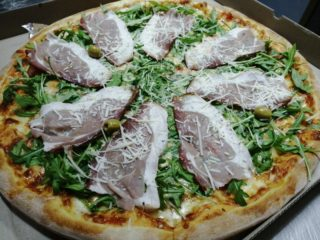 Rucola pizza delivery