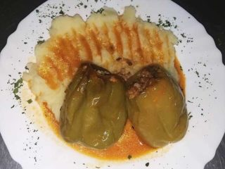 Stuffed paprika with meat delivery