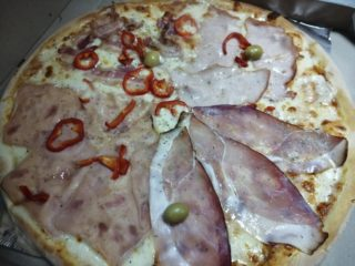 Pizza Quattro carni Amos picerija dostava
