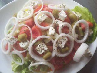 Šopska salad Pink ćevabdžinica Veliki trg delivery