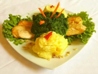 Chicken fillet in spinach with side dish delivery