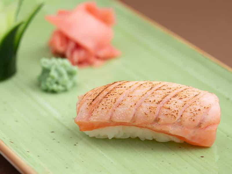 Nigiri flambirani losos dostava