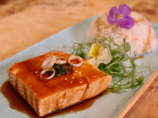 Teriyaki salmon with rice dostava
