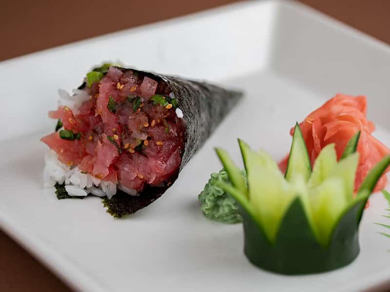 Tuna tartar hand roll dostava