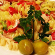 Pasta sezonsko povrće, neutralna pavlaka, parmezan
