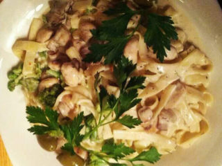 Pasta mushrooms, chicken fillet, neutral cream, parmesan dostava