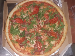 Prosciutto and rocket pizza delivery