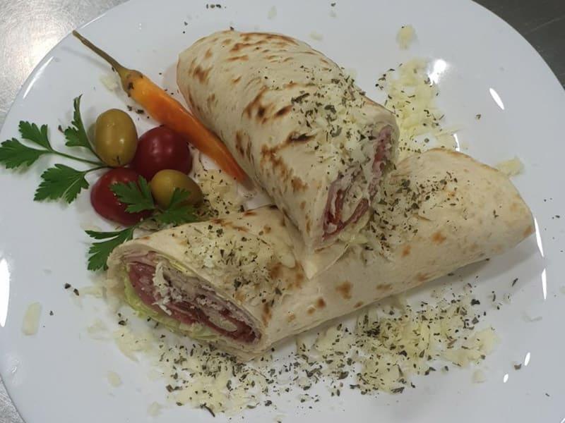 Tortilja kačkavalj, piletina, slanina, salata dostava