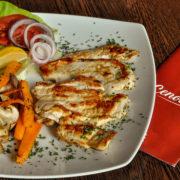Chicken fillet with gilled vegetables