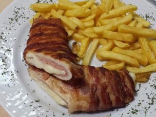Stuffed chicken fillet rolled with bacon delivery
