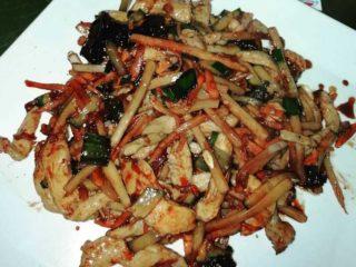 14. Belo pileće meso sečeno na rezance sa bambusom i kineskim pečurkama K24 Kineski restoran dostava