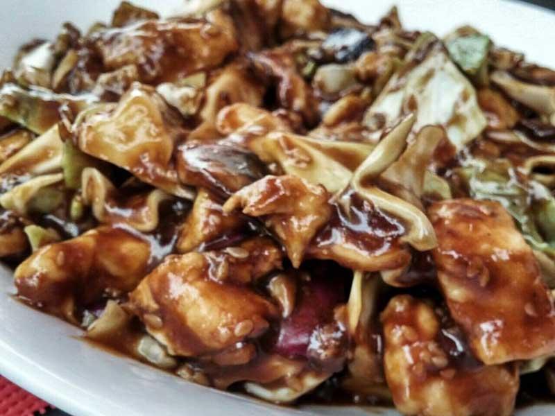 12. Piletina sa šampinjonima i sezonskim povrćem u soja sosu dostava