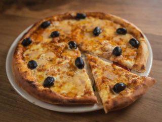 Pizza Quatro formaggio Rustico restoran dostava