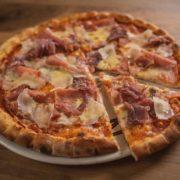 Pizza Pršuta, parmezan