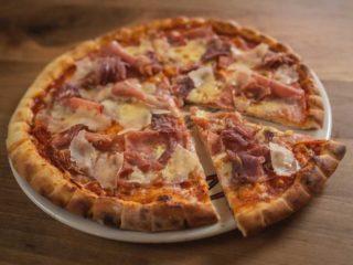 Pizza Prosciutto Parmesan Rustico restoran delivery