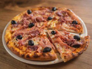 Pizza Prosciutto Rustico restoran delivery