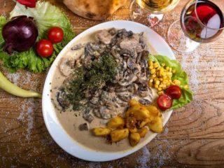 Svinjski medaljoni u sosu od šampinjona Enigma restoran dostava
