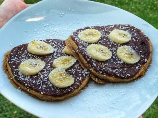 Američka palačinka banana, kokos, slatki namaz od urmi Green Vibes dostava