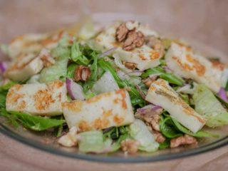 Salatat bil halloumi dostava