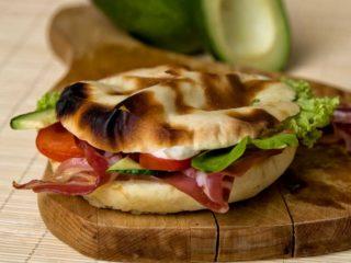 Avocado bacon sendvič dostava