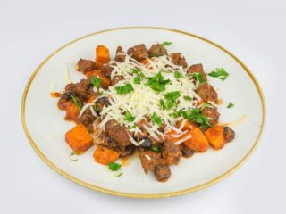 Sauteed beef with mozzarella and sweet potato dostava
