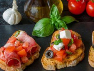Bruschettes with prosciutto delivery