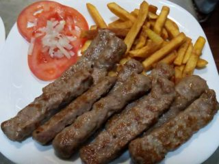 Cevapi portion delivery