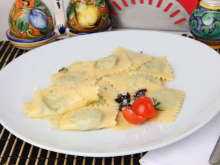 Ravioli stuffed with ricotta, spinach and parmesan delivery