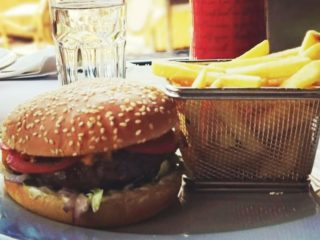 Beef burger Pastel delivery